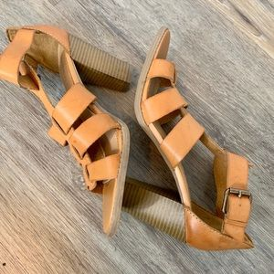 Report Strappy Sandal with a Thick Heel